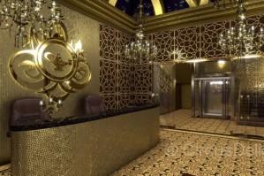"""Стилистику комплекса можно определить как """"Arabian Nights"""".  Не ставилась задача привязаться к каким-то региональным стилевым особенностям, и в интерьере присутствуют элементы марокканской, могольской, персидской и мавританской архитектуры. Также использован антураж сказки """"Аладдин"""", давшей название всему комплексу. В главном игровом зале и на фасаде доминируют скульптурные изображения """"джиннов"""", выполненные по нашим эскизам."""