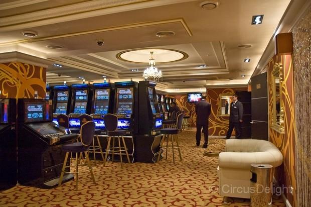 kazino-first-kurgan-foto